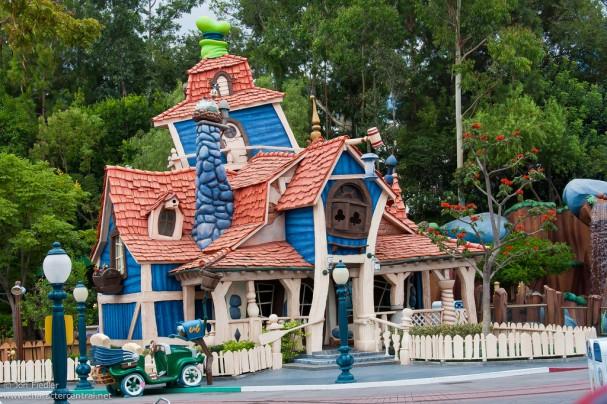 Disneyland Aug 09 - Wandering around Mickey's Toontown